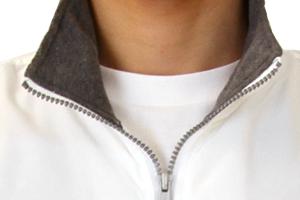 001-NFCの襟元