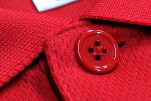 生地と同じカラーリングのボタン