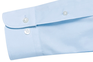 袖口のゆとりを調整できるダブルボタン