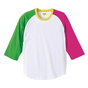 左右の袖とリブのカラーがそれぞれ異なる個性的なカラーデザイン