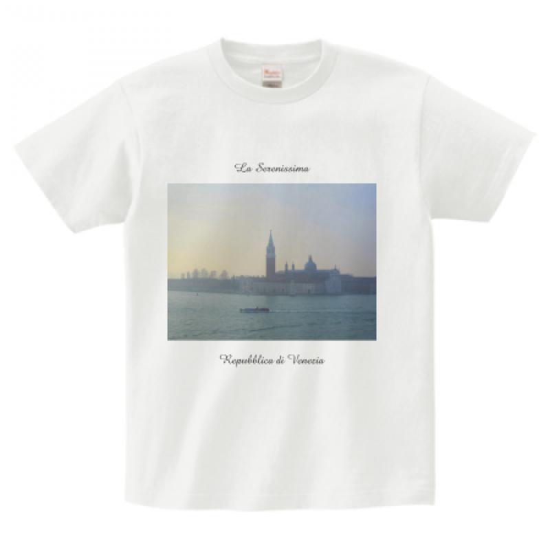 朝焼けの写真をプリントしたTシャツ