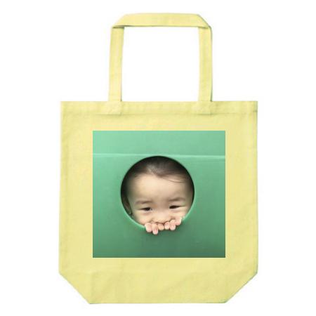 子供の写真を大きくプリントしたオリジナルのトートバッグ
