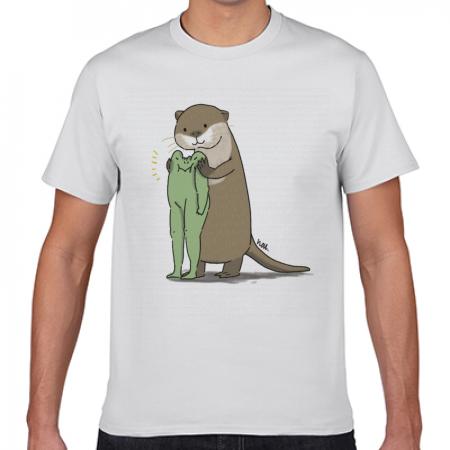 カワウソとカエルの可愛いイラスト白Tシャツ