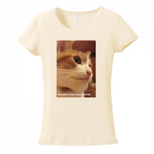 細身Tシャツに大きな猫の横顔をプリント