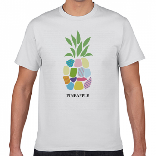 カラフルなパイナップルのプリントTシャツ