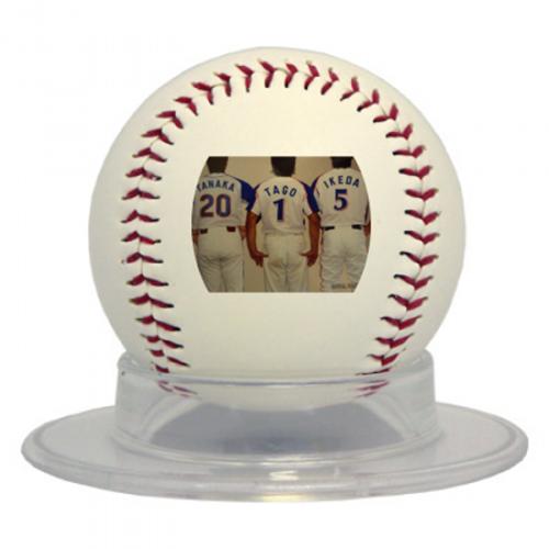 背番号の写真をプリントした記念の野球ボール