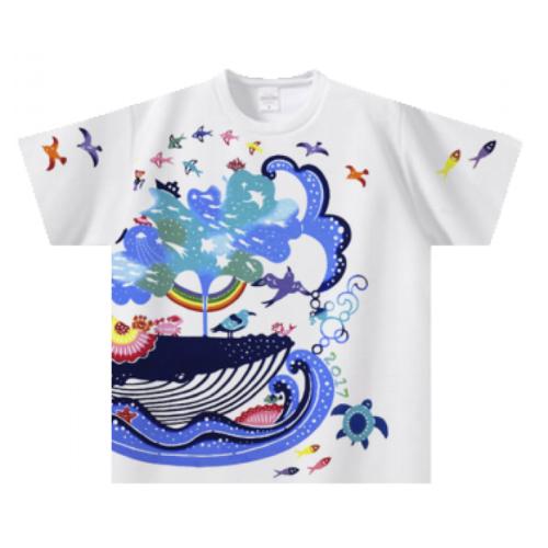 鮮やかなデザインをTシャツいっぱいにプリントした子供用Tシャツ