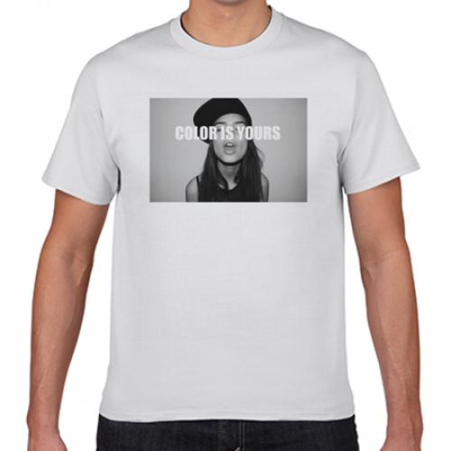 スタイリッシュな写真のプリントTシャツ
