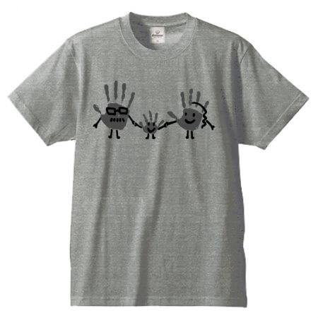 家族の手形でオリジナルTシャツを作成