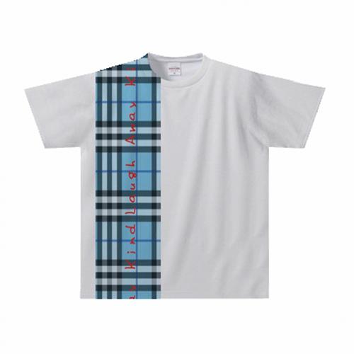 肩から裾までデザインが入ったオリジナルのプリントTシャツ