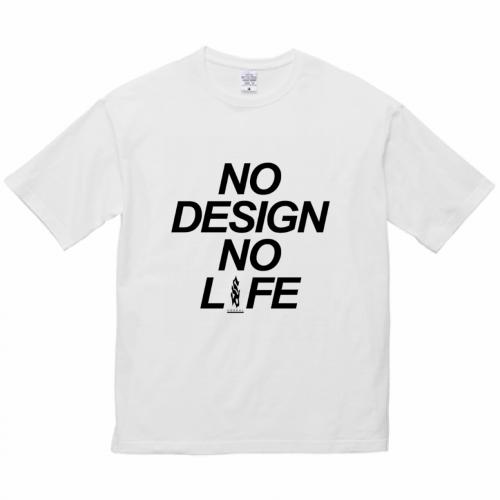 大きなロゴをプリントしたビッグシルエットTシャツ