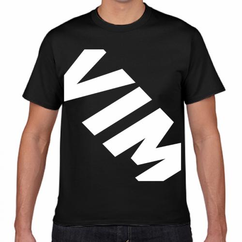 自作のブランドロゴをプリントしたオリジナルTシャツ