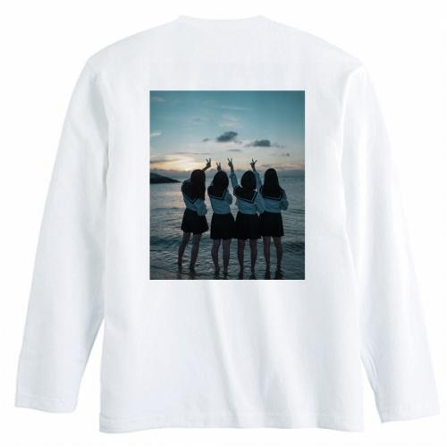友達の写真をプリントしておそろいのオリジナルTシャツを作成!