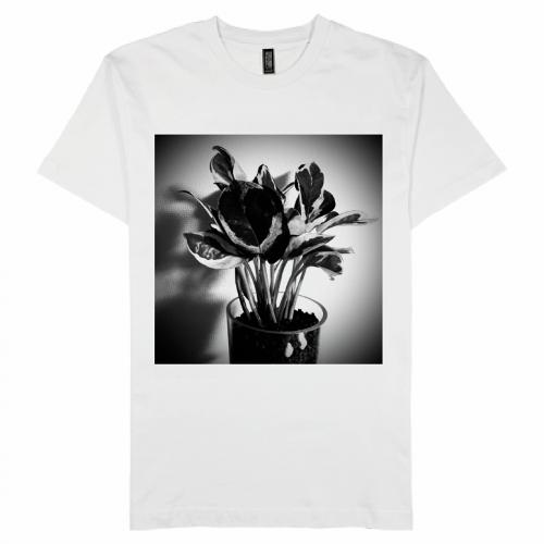 白黒の写真をプリントしてオリジナルTシャツを作成!